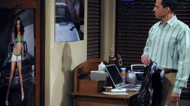 Alan (Jon Cryer) ist bestürzt, als er bemerkt, dass sein Sohn Jake in seinem...