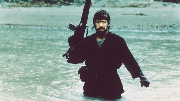 Ob zu Lande oder im Wasser - Colonel Braddock (Chuck Norris) lässt sich im Ka...