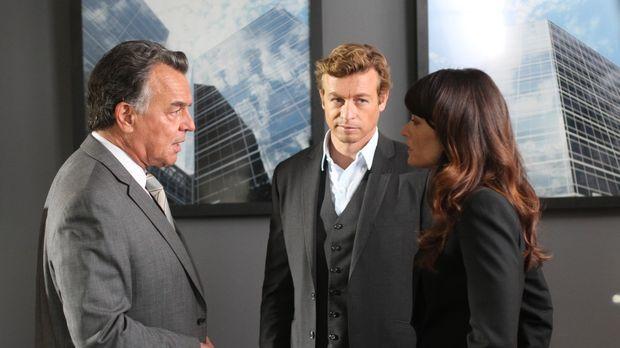 Patrick (Simon Baker, M.) und Teresa (Robin Tunney, r.) ermitteln in einem ne...