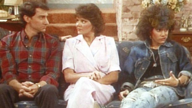 Marcy (Amanda Bearse, M.) und Steve (David Garrison, l.) geben sich alle Mühe...