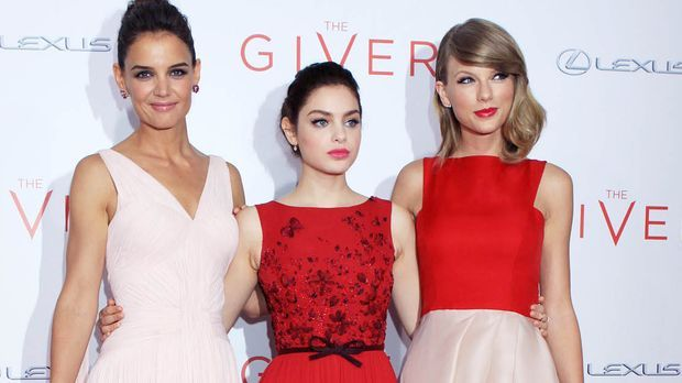 The-Giver-Premiere-NY-Katie-Holmes-Odeya-Rush-Taylor-Swift-14-08-11-2-Michael...