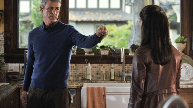 Von ihrem Vater Thomas (Rob Stewart, l.) will Cat (Kristin Kreuk, r.) mehr üb...