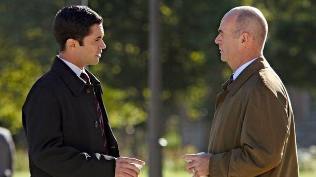Nehmen einen ungelösten Fall wieder auf: John (John Finn, r.) und Scott (Dann...