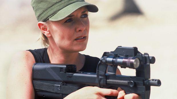 Carter (Amanda Tapping) ist skeptisch, ob Simmons wirklich helfen will ... ©...