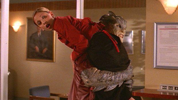 Ein Dämon fordert den Kopf der Jägerin. Buffy (Sarah Michelle Gellar) wird zu...