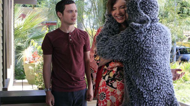 Wilfred (Jason Gann, r.) ist begeistert von Ryans (Elijah Wood, l.) Mutter Ca...