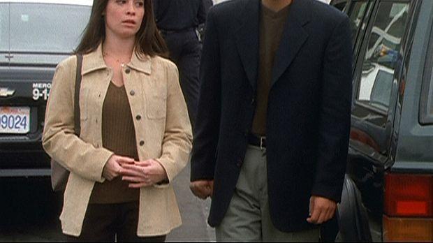 Wenn Piper (Holly Marie Combs, l.) doch nur wüsste, wie sie Mark Choa (John C...