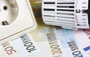 Euroscheine mit Steckdose und Heizungsthermostat