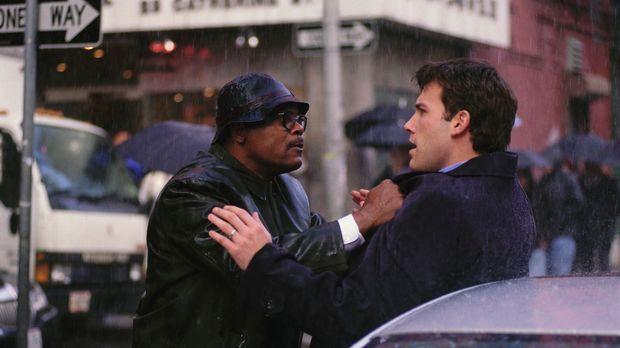 Ein ganz normaler Tag in New York. Ein junger Anwalt (Ben Affleck, r.) und ei...