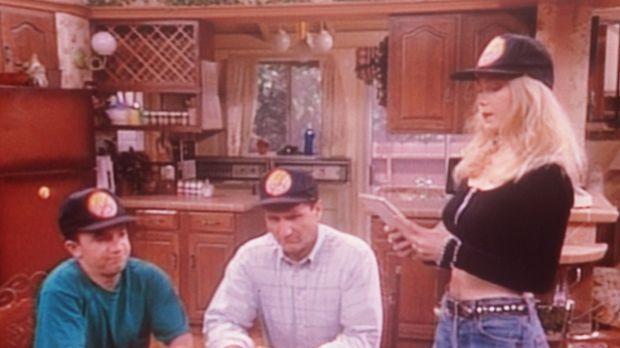 Al (Ed O'Neill, M.), Bud (David Faustino, l.) und Kelly (Christina Applegate)...