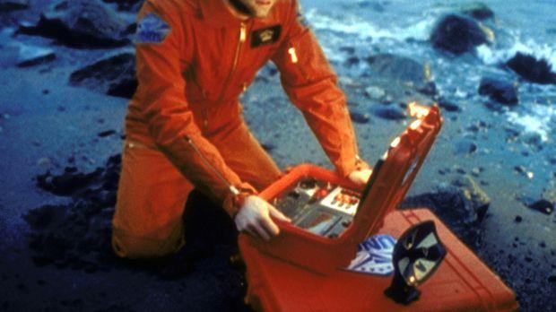 Der Astronaut Christopher Lindy (Chad Willett) weiß nach dem Absturz seines R...