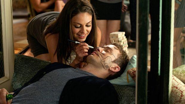 Jamie (Mila Kunis, l.) möchte Dylan (Justin Timberlake, r.) helfen, ein paar...