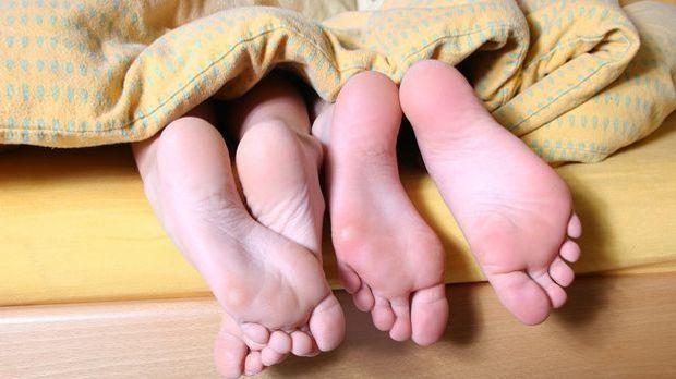 Um eine Sexflaute und Frust im Bett zu vermeiden, sollten Sie mal eine Variat...