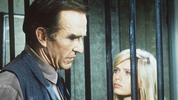 Annie (Brooke Bundy, r.) lässt sich zu einer Befreiungsaktion ihres Vaters Sa...