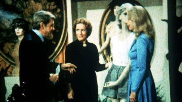 John Walton (Ralph Waite, l.) möchte Olivia (Michael Learned, r.) eine Freude...