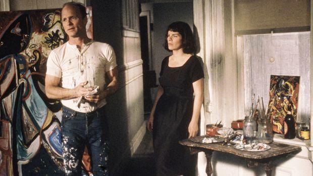 Als Jackson Pollock (Ed Harris, l.) die junge Malerin Lee Krasner (Marcia Gay...