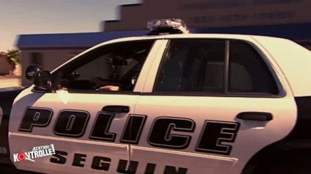 Junge polizistin hat einen geilen arsch hot police ass