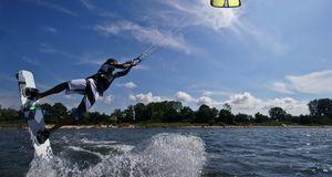 Wassersport_2015_08_04_Kitesurfen lernen_Bild 3_fotolia_davidsonnabend