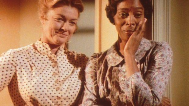 Hester Sue (Ketty Lester, r.) und Alice (Hersha Parady, l.) beobachten die Ra...