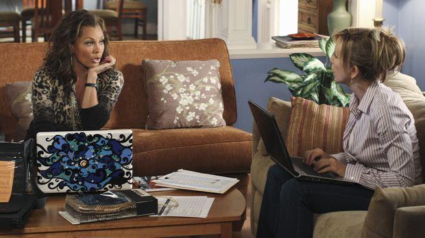 Lynette (Felicity Huffman, r.) und Renee (Vanessa Williams, l.) wollen ein In...