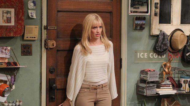 Caroline (Beth Behrs) kann es kaum fassen: Zwei schwule Stammgäste des Willia...