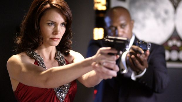 Ist Chloe nun eine Terroristin oder nicht? Agentin Webber (Anne Openshaw, l.)...