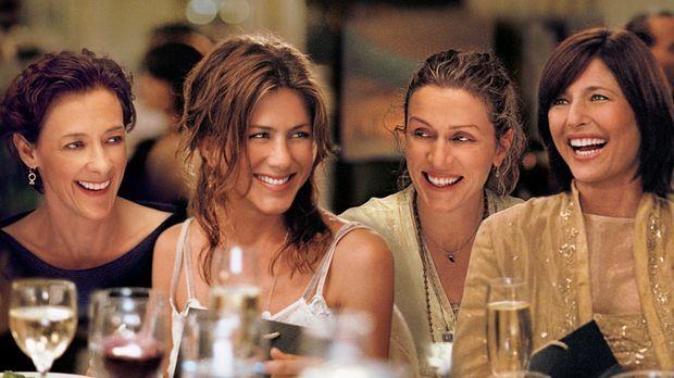 Der Eindruck trügt: Olivia (Jennifer Aniston, 2.v.l.) ist nicht so glücklich...