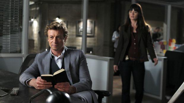 Ein neuer Fall beschäftigt: Patrick Jane (Simon Baker, l.) und Teresa Lisbon...