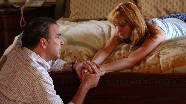 Gerade noch rechtzeitig kommt Special Agent Jason Gideon (Mandy Patinkin, l.)...