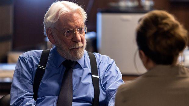 Michel Dorn (Donald Sutherland) und sein Team suchen einen Mörder, der seine...
