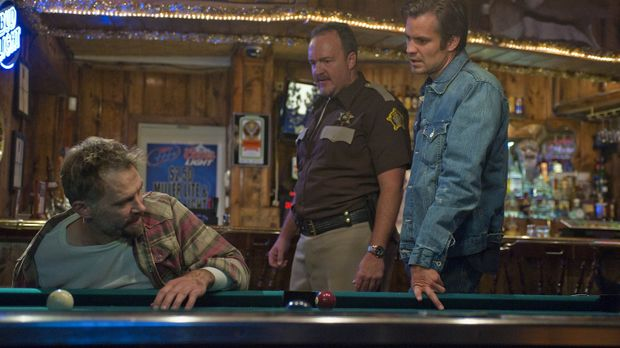 Fühlen Johnny Crowder (David Meunier, l.) auf den Zahn: Sheriff Hunter Mosley...