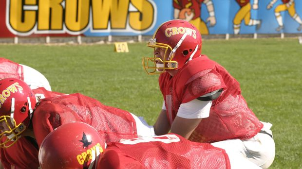 Eigentlich hatte Clark (Tom Welling, r.) sich seinen Einstand im Footballteam...