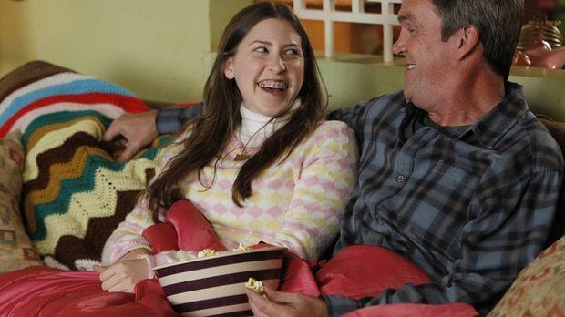 Als Mike (Neil Flynn, r.) erfährt, dass Sues (Eden Sher, l.) neue