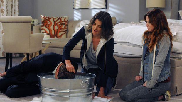 Zusammen mit Lily (Alyson Hannigan, r.) versucht Robin (Cobie Smulders, M.) i...