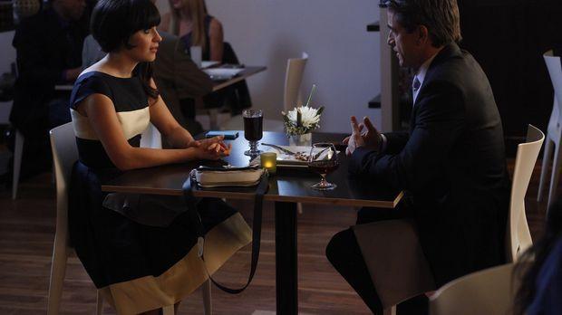 Jess (Zooey Deschanel, l.) ist verunsichert, weil das erste Date mit Russell...