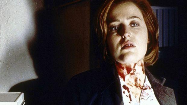 Scully (Gillian Anderson) ist tödlich getroffen worden, doch ein geheimnisvol...