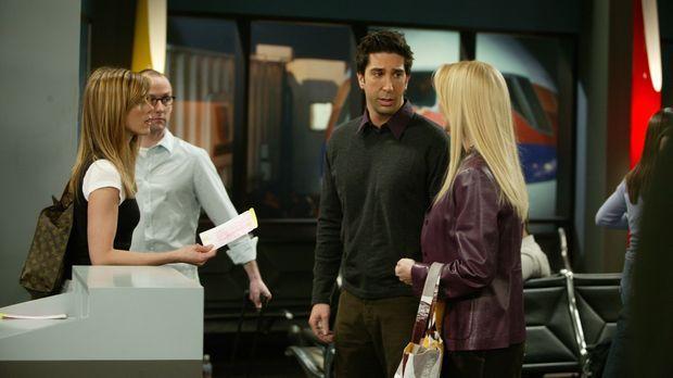 Versuchen Rachel (Jennifer Aniston, l.) am Flughafen zu überzeugen nicht nach...