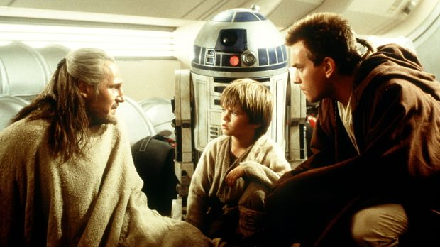 Als die Jedi-Ritter Qui-Gon Jinn (Liam Neeson, l.) und Obi-Wan Kenobi (Ewan M...