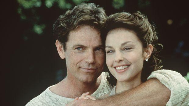 Führen scheinbar eine glückliche Ehe: Nick (Bruce Greenwood, l.) und seine at...