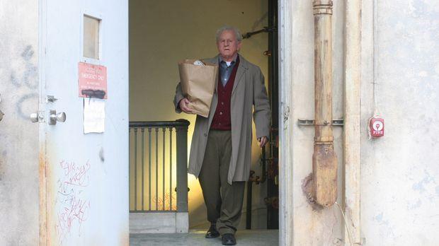 Der 71 Jahre alte Versicherungsprüfer John Michaels (Anthony LaPaglia)  ist s...