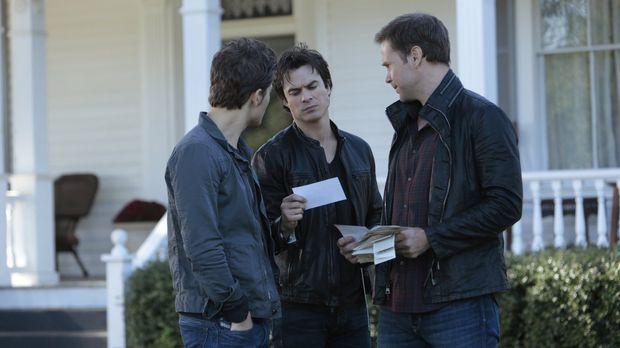 Stefan (Paul Wesley, l.), Damon (Ian Somerhalder, M.) und Alaric (Matthew Dav...
