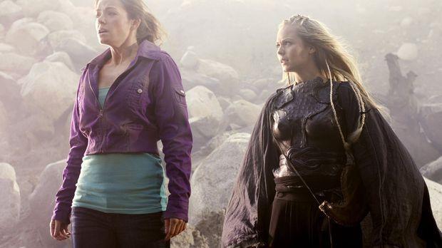 Eigentlich wollte Kara (Laura Vandervoort, r.) nur Clark in die Phantomzone h...