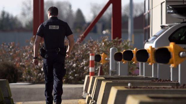 Bei fast 20.000 Reisenden täglich haben die Zollbeamten an der kanadischen Gr...