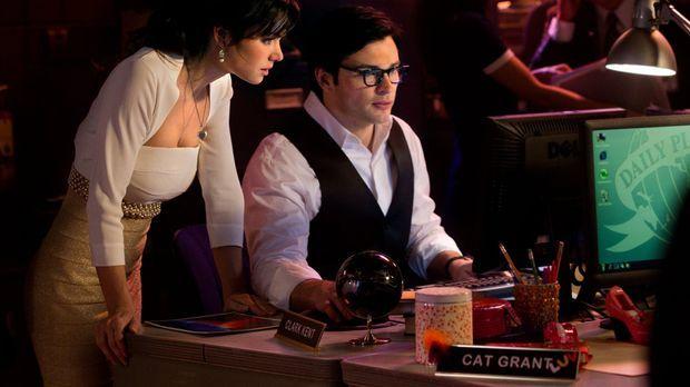 Statt zu heiraten, recherchieren Lois (Erica Durance, l.) und Clark (Tom Well...