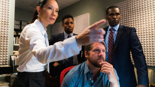 Watson (Lucy Liu, l.) und das NYPD (Jon Michael Hill, hinten; Zachary Knighto...