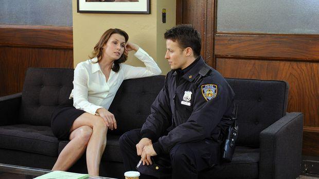 Jamie (Will Estes, r.) bittet seine Schwester Erin (Bridget Moynahan, l.) um...