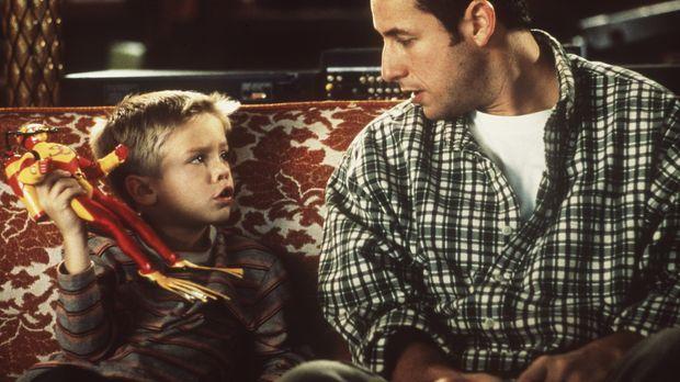 Julian (Dylan Sprouse/Cole Sprouse, l.), der angeblich leibliche Sohn von Son...
