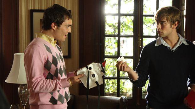 Die zwei Freunde Nate (Chace Crawford, r.) und Chuck (Ed Westwick, l.) lassen...
