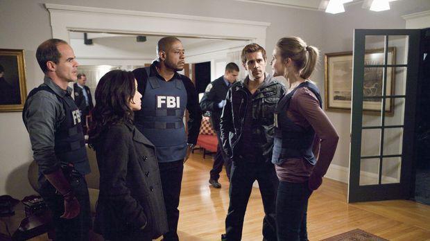 Ein neuer schwierigen Fall beschäftigt John (Michael Kelly, l.), Beth (Janean...
