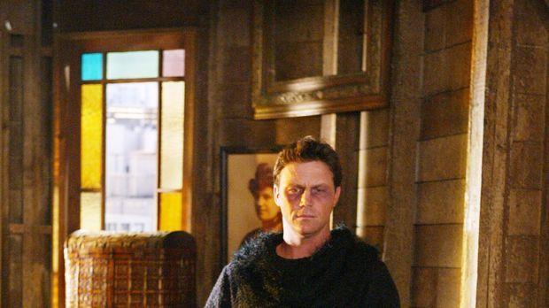 Leo (Brian Krause) ist auf der Jagd nach einem Dämon, der immer wieder versuc...